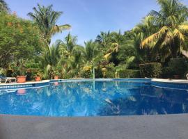 Mal Pais Surf Camp, hotel in Santa Teresa Beach
