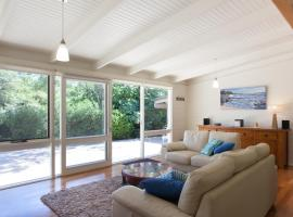 Maryrose - Beautiful, close walk to the beach, hotel in Blairgowrie