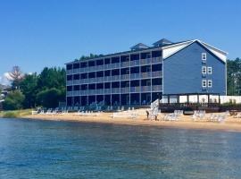 The Baywatch Resort, hotel in Traverse City