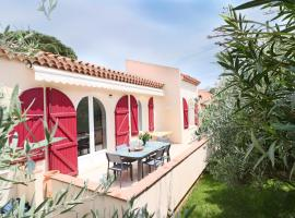 Splendid villa, garden & jacuzzi, 200m from beach, hotel with jacuzzis in Antibes