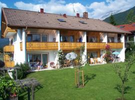 Ferienapartmenthaus Hubertushof, family hotel in Mittenwald