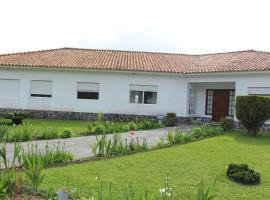 Casa Branca, farm stay in Lagoa