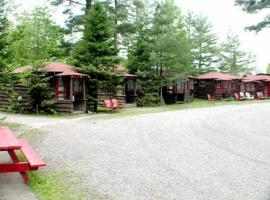 Tail O' The Pup Evergreen Cabins, hotel in Lake Placid