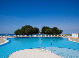 Apartments Polynesia Plava Laguna, hotel with pools in Umag