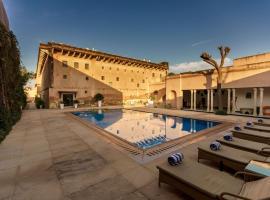 Vivaana, hotel with pools in Mandāwa