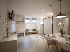 The Skylark Studio by RentMyHouse, hotel in Hereford