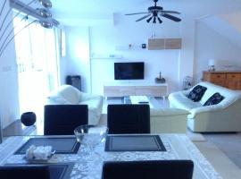Calle jose Maria sicilia 466, hotel in Playa Flamenca