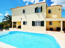 Suites & Beds DP Albufeira, hostel in Albufeira
