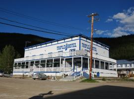 Triple J Hotel, hotel em Dawson City