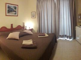Bedroom+private bathroom, guest house in Los Cristianos
