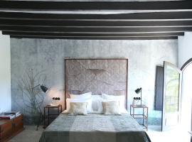 Finca Legado Ibiza, hotel in Santa Eularia des Riu