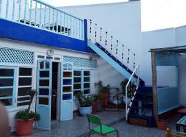 White And Blue, hostel in Essaouira