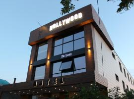 Hollywood De Luxe, hotel near Botanical Garden of Professor I. S. Kosenko, Krasnodar