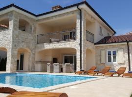 Villa Martina, family hotel in Pinezici