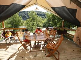 camping aloha plage, hotel in Sampzon