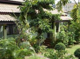 Buathong Place, hotel i nærheden af Bedstefar- og bedstemorstenen, Lamai
