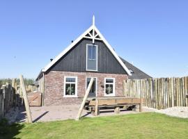 Cozy Holiday Home in Callantsoog near Beach, family hotel in Callantsoog