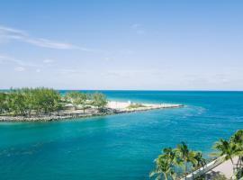 5 Star Hotel Private Studio Bal Harbour Miami Beach, apartment in Miami Beach