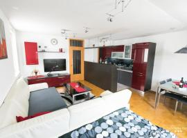 Luxurious RUBY Apartment, hotel in Kobarid