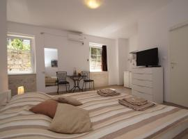 White House Apartments, pet-friendly hotel in Korčula
