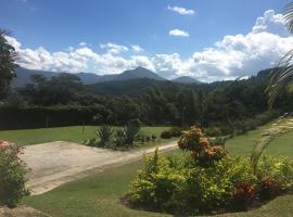 Loft em Itaipava, hotel with pools in Itaipava