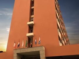 Altadomo Hotel, hotel with pools in Santa Maria