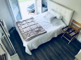 Room in Luxe flat @ breakfast, B&B in Nice