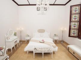 Huis Van Gustafine Floor 1, villa in Malang