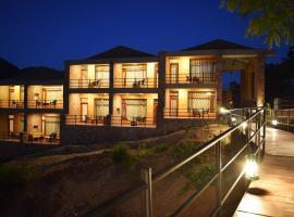 Kumbhalgarh Forest Retreat, hotel with pools in Kumbhalgarh