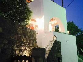 Villa with majestic view, hotel in Patmos