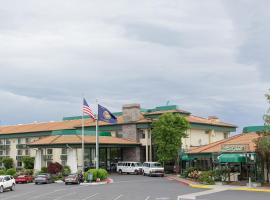 Rogue Regency Inn & Suites, hotel in Medford