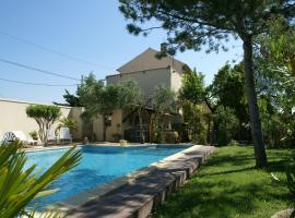 Extravagant Holiday Home in Piolenc with Private Pool, holiday home in Piolenc