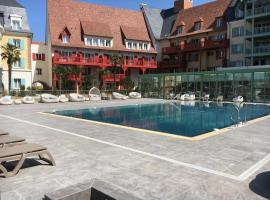 Cyrille et Vacances Presqu'ile de la Touques, hotel with pools in Deauville