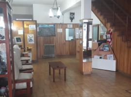 Residencial Ski, hotel in Esquel