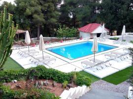 Pessada Bay Studios and Apartments, vacation rental in Pesádha
