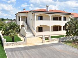 Apartmani Diana, hotel near Novigrad Bus Station, Novigrad Istria