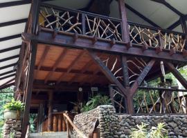 Haere Mai I Te Fare, hotel perto de Campo de golfe Moorea Green Pearl, Teavaro