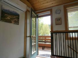 Alpenglow Unit #2 (Laughing Magpie), apartment in Ouray