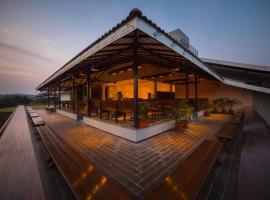 Kyriad Prestige Riverside Amba Ghat by OTHPL, hotel in Kolhapur