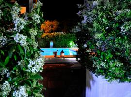 Apartments & Rooms Villa Maslina, hotel with pools in Trogir