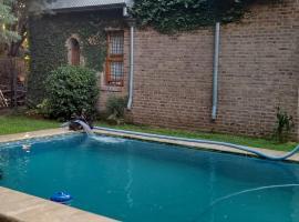 La casa de Hostal del Sol, homestay in Rosario