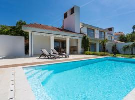 Exclusive Casa Vidmar, hotel with pools in Klimno