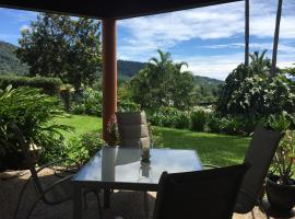 The Cyclone Shelter, hotel near Cairns Flecker Botanic Gardens, Cairns