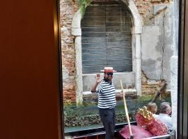 Casa delle gondole, villa in Venice