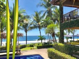 The Backyard Beachfront Hotel, hotel in Jacó