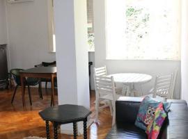 Apartamento no Leme 2 qts, hotel in Rio de Janeiro