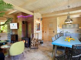 SeaUSasino - Dom One Art - Luksusowe Drewniane Domy z Kominkami – dom wakacyjny w Sasinie