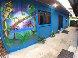 Green Macaw Hostel, hotel in Tortuguero