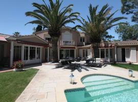 Villa privée indépendante et Luxueuse au calme, holiday home in Narbonne