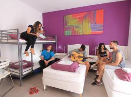 PV Hostel, hostel in St. Julian's